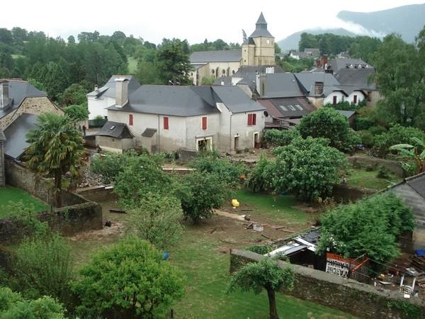 Le lendemain, le village durement touché tente de panser ses plaies. © Association Bien Vivre à Bruges