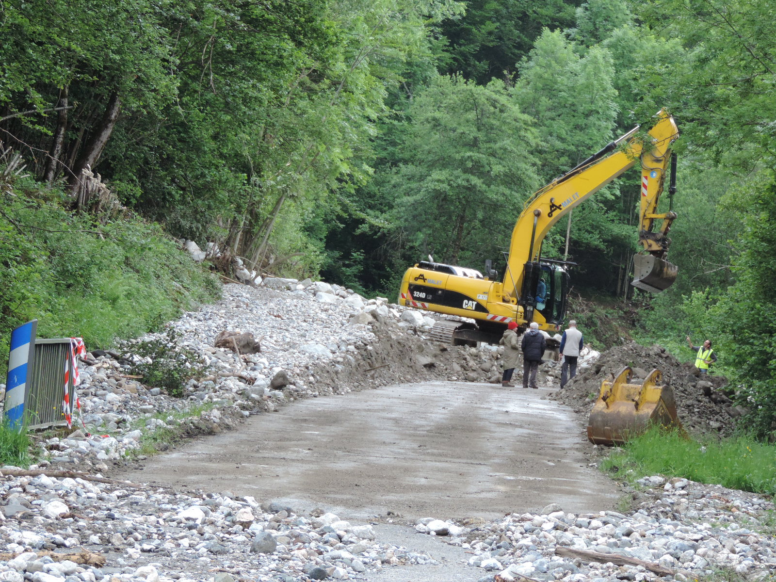 Des travaux de déblaiement ont été nécessaires pour dégager le route. © DDT 09