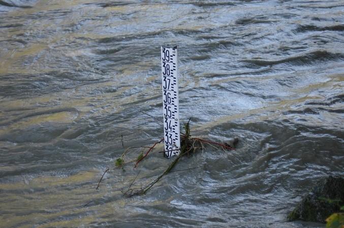29 octobre 2005. Le Gave de Pau connaît une forte crue entre Gavarnie et Argelès-Gazost. Au pont Tilhos, le gave atteint la cote de 3,20 m à l'échelle de crue.  © F. DUPLAN