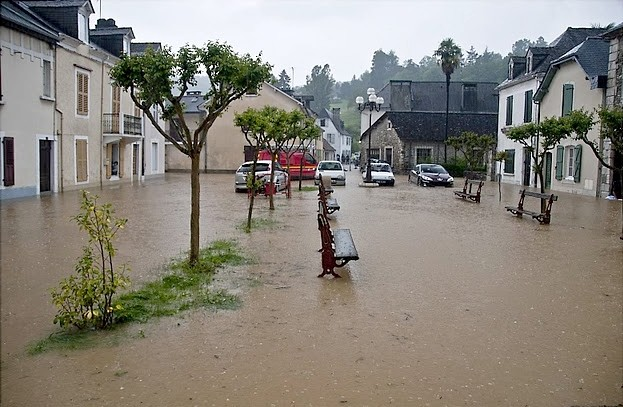 Place sous les eaux à Nay © Clément Jaglin