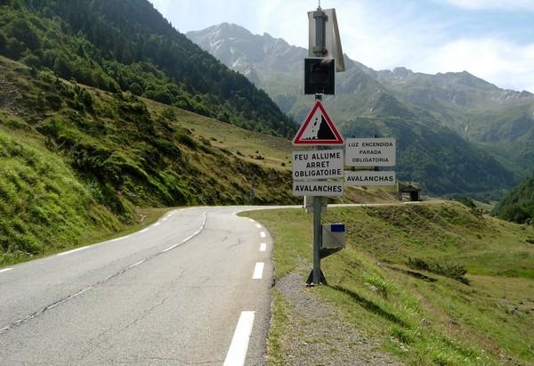 Feu clignotant d'alerte en cas de départ d'avalanche. © C-PRIM 2010