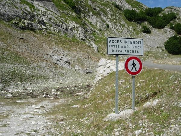 Fosse de réception d'avalanches à 3 kilomètres du col du Pourtalet. © C-PRIM 2010