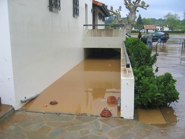 Sous-sols de la FNACA inondés. © C-PRIM 2011