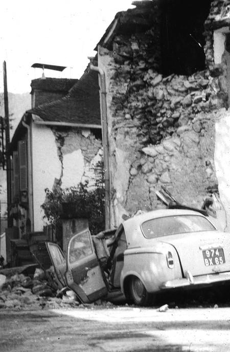 La majorité des maisons du village sont endommagées ou détruites. © Archives mairie d'Arette
