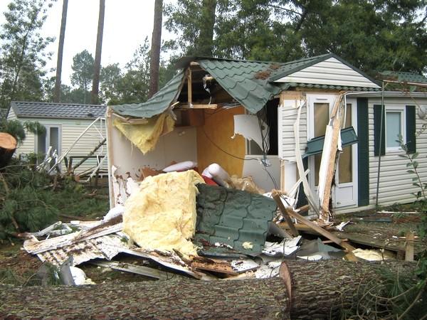 Camping dévasté dans le sud des Landes. © C-PRIM 2009