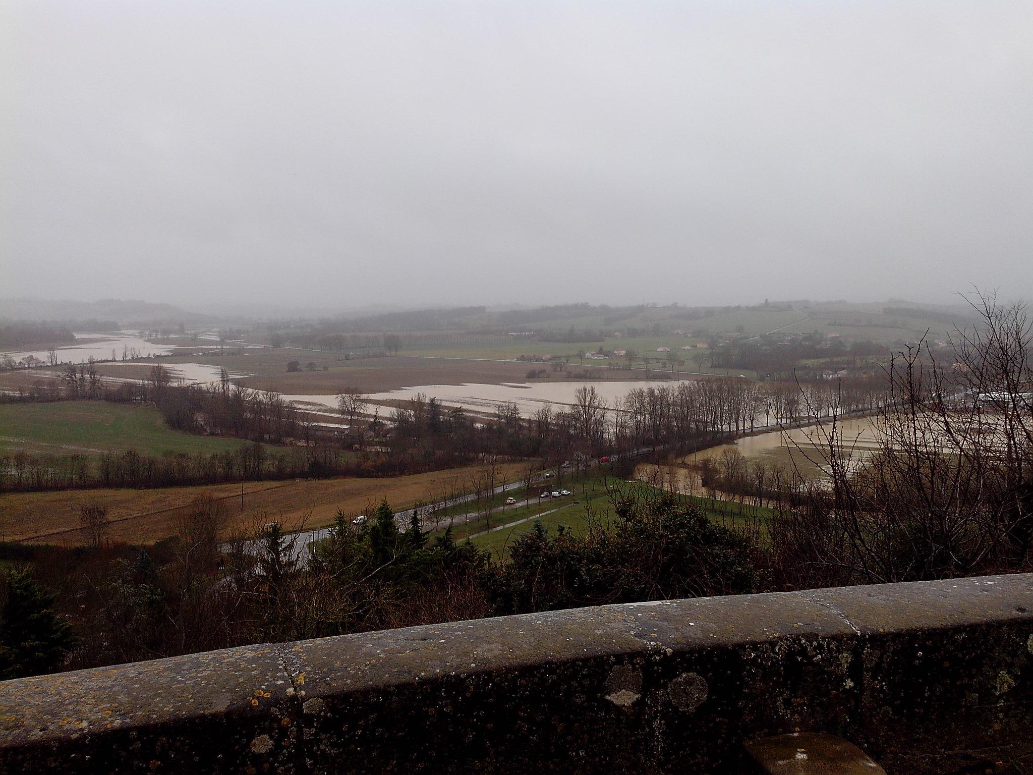 La Lèze inondant les terrains agricoles à Saint-Ybars © DDT 09