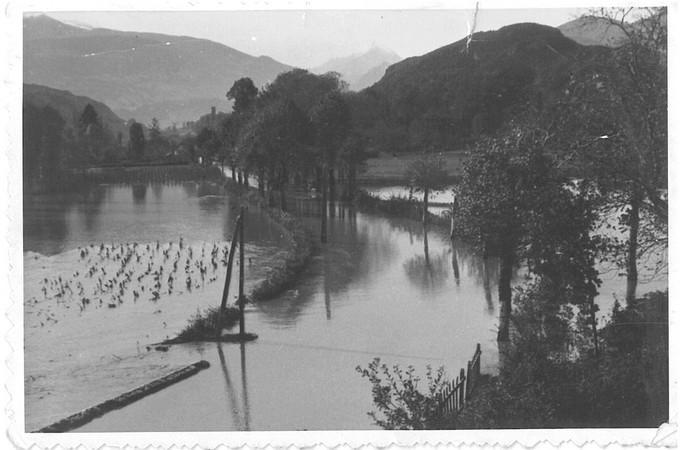27 octobre 1937. La route nationale est coupée entre Agos et le téléphérique du Pibeste.  © M.CREPIN