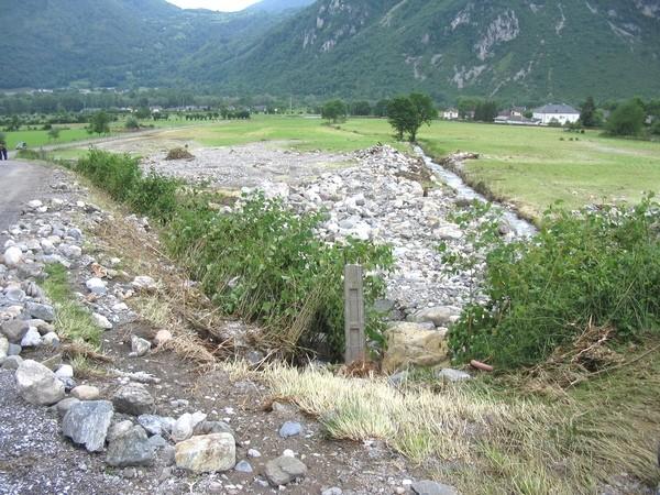 Plus bas dans la vallée, à Bielle, l'Arriubeigt a déposé un volume considérable de galets et de blocs © Service de Restauration des Terrains en Montagne (RTM Tarbes)