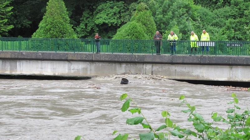 Montée des eaux du gave de Pau à Lourdes. Vers 15 heures, la situation devient préoccupante. © C-PRIM 2013