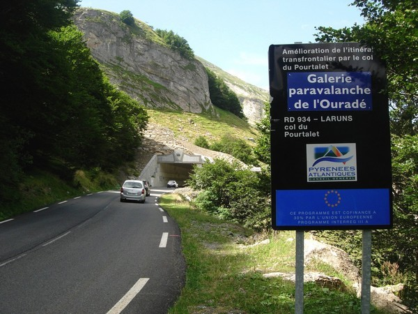 Galerie paravalanche de l'Ouradé sur la route du col du Pourtalet. Ouvrage construit en 2008 © C-PRIM 2010