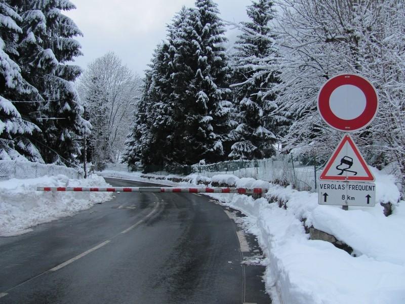 Le risque d'avalanche est trop important. L'accès à La Mongie est fermée. Photo prise le 17 janvier. © C-PRIM 2013