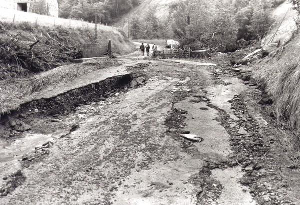 Route détruite par la crue de l'Arric à Lourdios-Ichère © C-PRIM 2010