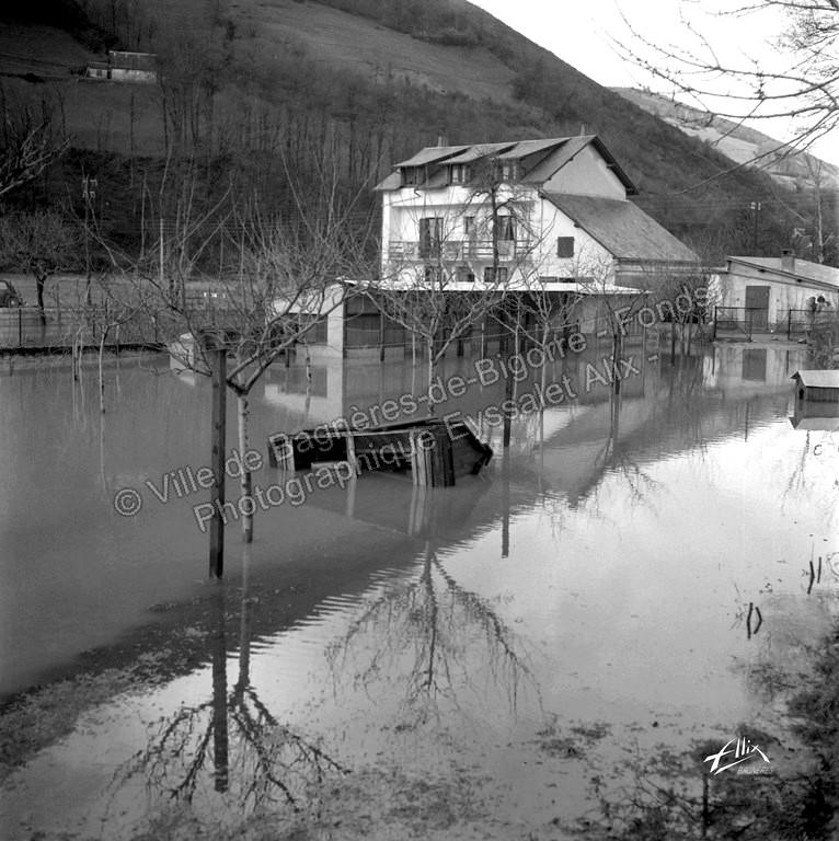 L' Adour déborde entre Bagnères-de-Bigorre et Campan. © Fonds photographique Eyssalet Alix