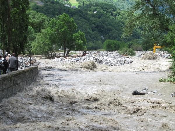 Le torrent du Bastan s'est déchainé depuis Barèges. Il a changé le cours de son lit en de multiples endroits, comme ici à Luz-Saint-Sauveur.  © C-PRIM 2013