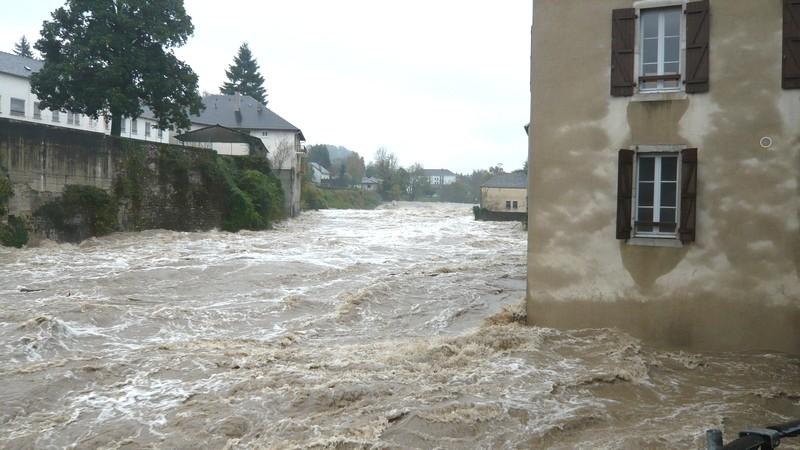 Le gave d'Aspe en amont du pont Sainte-Marie à Oloron. © c-prim 2011