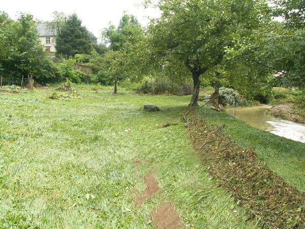 Le ruisseau de l'Appanice a débordé violemment. Les clôtures ont été couchées par la violence des flots. © Joel Dufour (Service de Restauration des Terrains en Montagne)