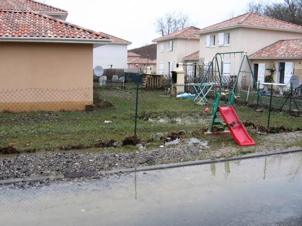 Lotissement des Barthes à Mourenx après le passage du Luzoué. © cprim 2011