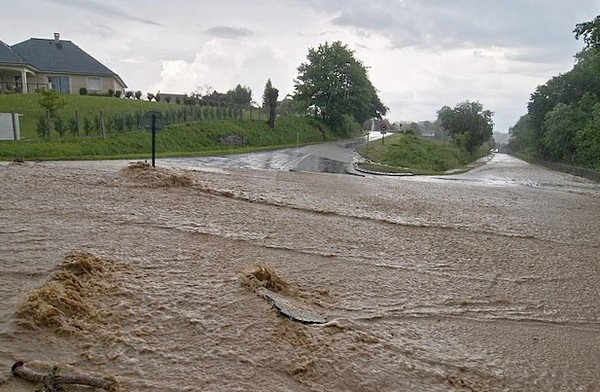 Torrents d'eau et de boue sur la commune d'Asson © Clément Jaglin