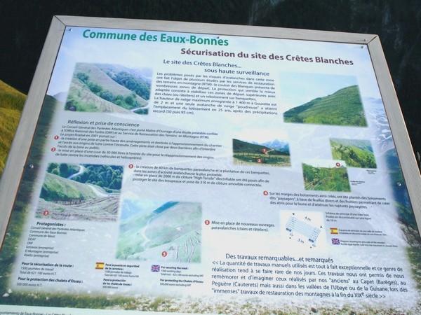 Panneau de présentation et d'explication du site des Crêtes Blanches. © C-PRIM 2009