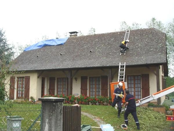 Pompiers en action à Ogeu.© C-PRIM 2009