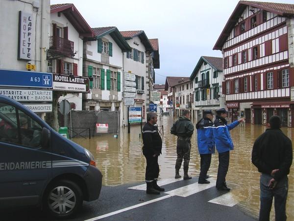 Bourg de Saint-Pée-sur-Nivelle sous les eaux © C-PRIM 2011