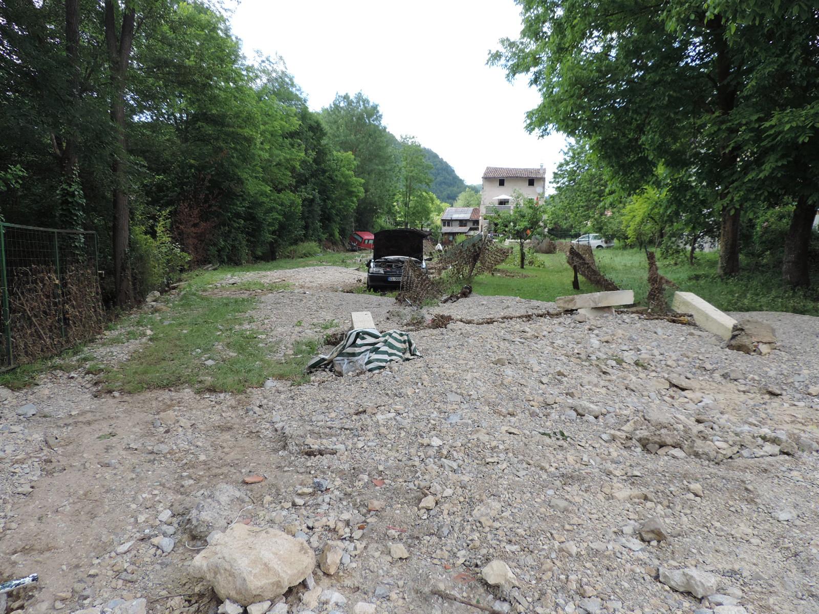 Les matériaux laissés par les eaux à Aiguillon. © DDT 09
