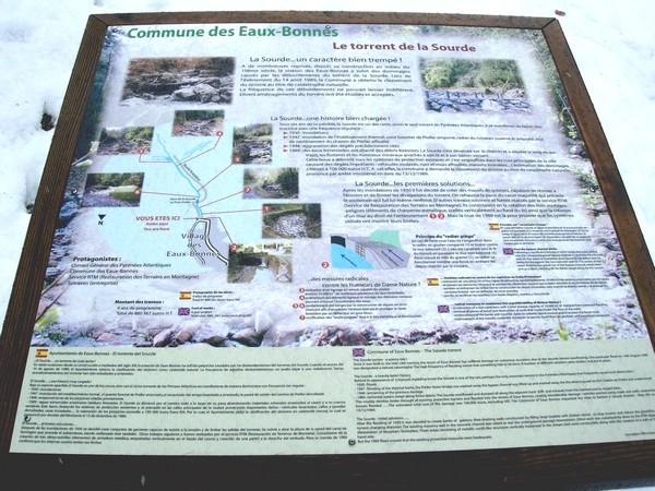 Torrent de la Sourde aux Eaux-Bonnes (64). Panneau d'information installé par la commune. © C-PRIM 2009