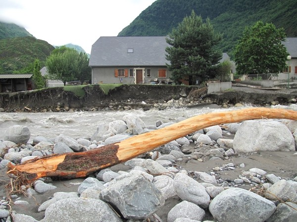 Le Gave de Cauterets à Pierrefitte-Nestalas après la crue. © C-PRIM 2013