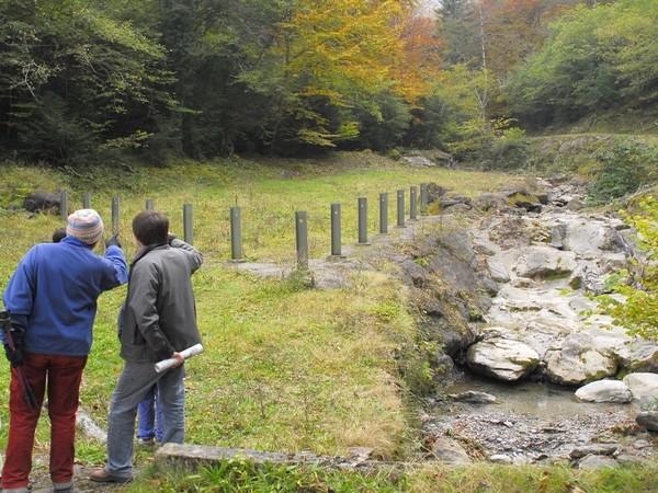 Torrent de la Sourde aux Eaux-Bonnes (64). Plage de dépôt plus en aval et piéges à matériaux. © C-PRIM 2009