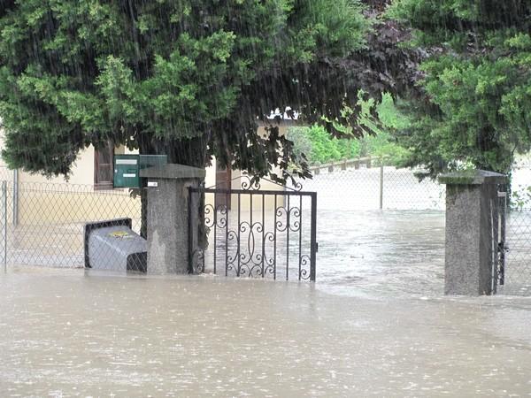 Un quartier d'Adast envahi par les eaux du gave. © C-PRIM 2013
