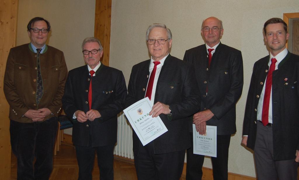 40 Jahre Mitglied im Bläserkorps: Rolf Bernhard, Hilmar Dobslaw