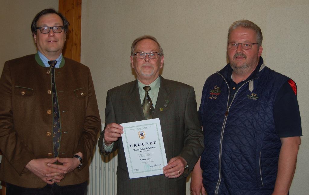 Klaus Lehmann wird zum Ehrenmitglied ernannt. Er gibt nach 23 Jahren das Amt des stellv. Vorsitzenden an Klaus Gerhold ab.