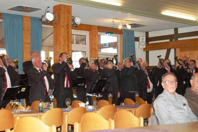 Das Bläserkorps eröffnet die Jahreshauptversammlung.