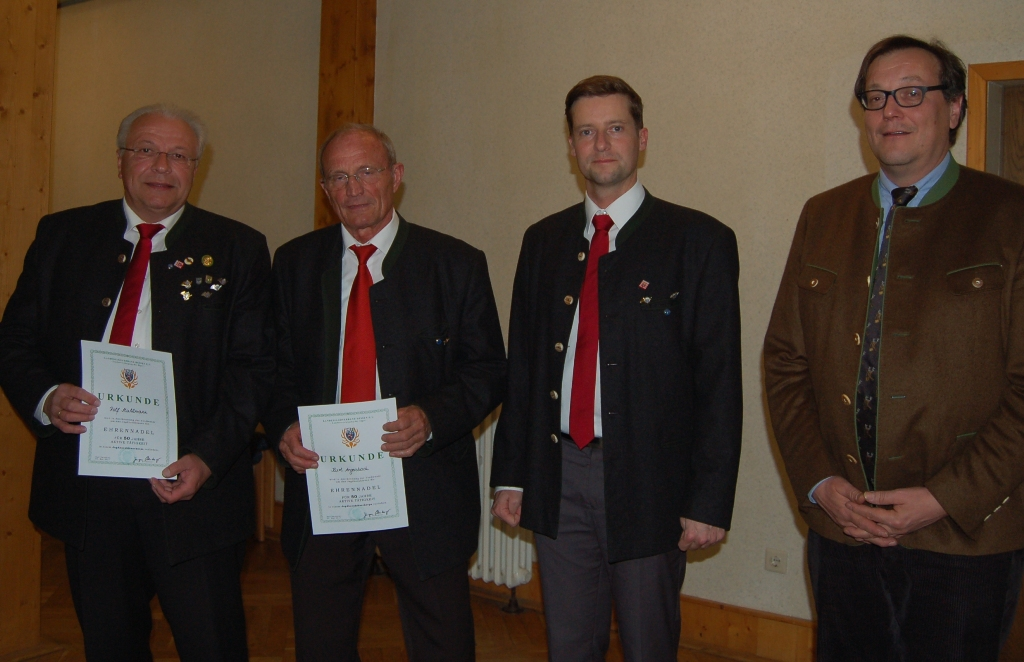 50 Jahre Mitglied im Bläserkorps: Rolf Stuhlmann, Kurt Angersbach