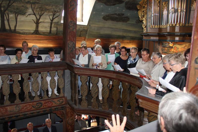 Begleitung der Jagdhörner durch den Kirchenchor