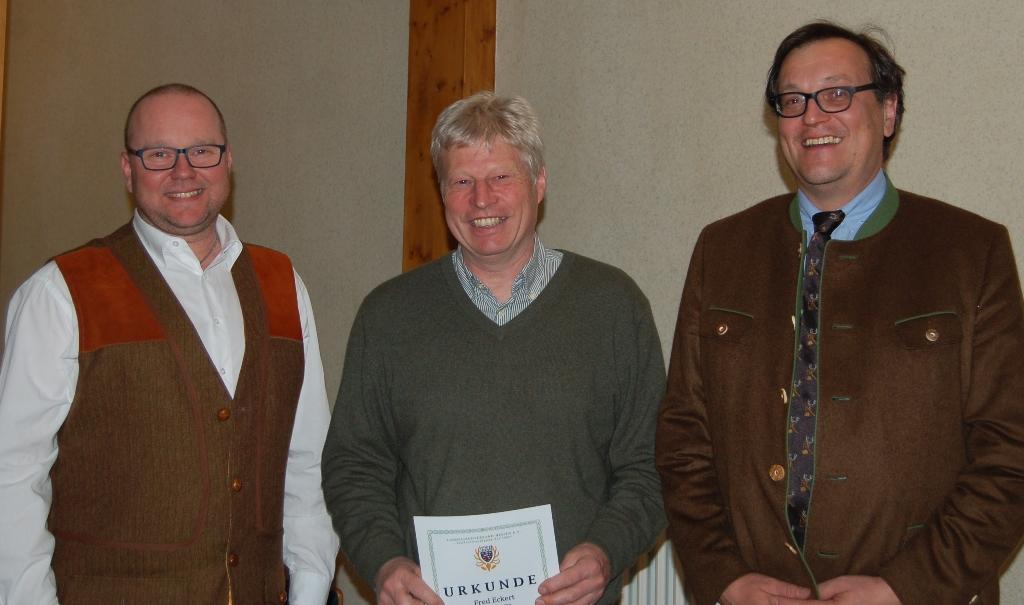 Fred Eckert übergibt das Amt des Ausbildungsleiters an Roland Zobel und wird mit der Ehrennadel in Bronze geehrt.