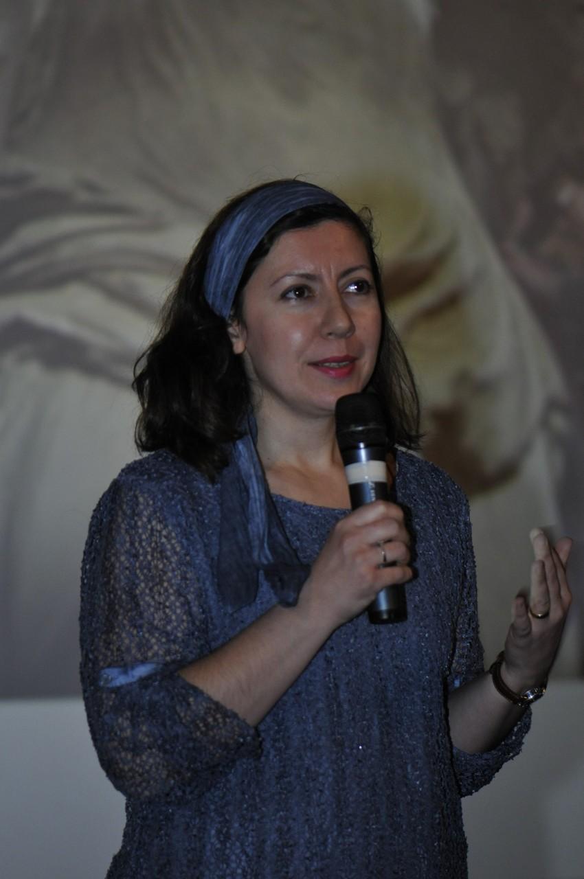 Bahriye Kabadayi Dal, réalisatrice, présente Les pierres mystérieuses de Hakkari