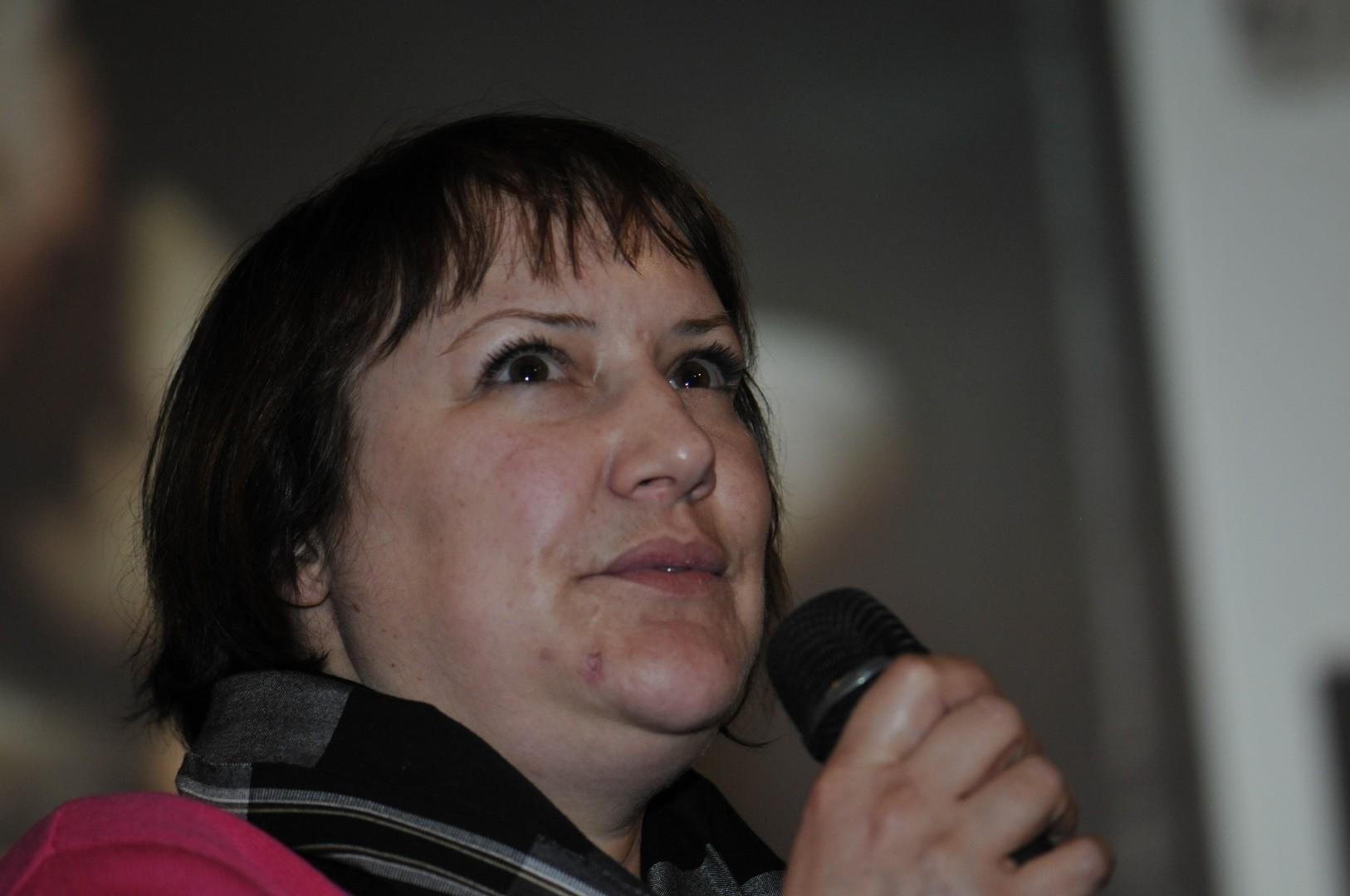 Nathalie Bruhière, membre de l'équipe de restauration, répond aux questions du public sur  La Victoire de Samothrace, une icône dévoilée