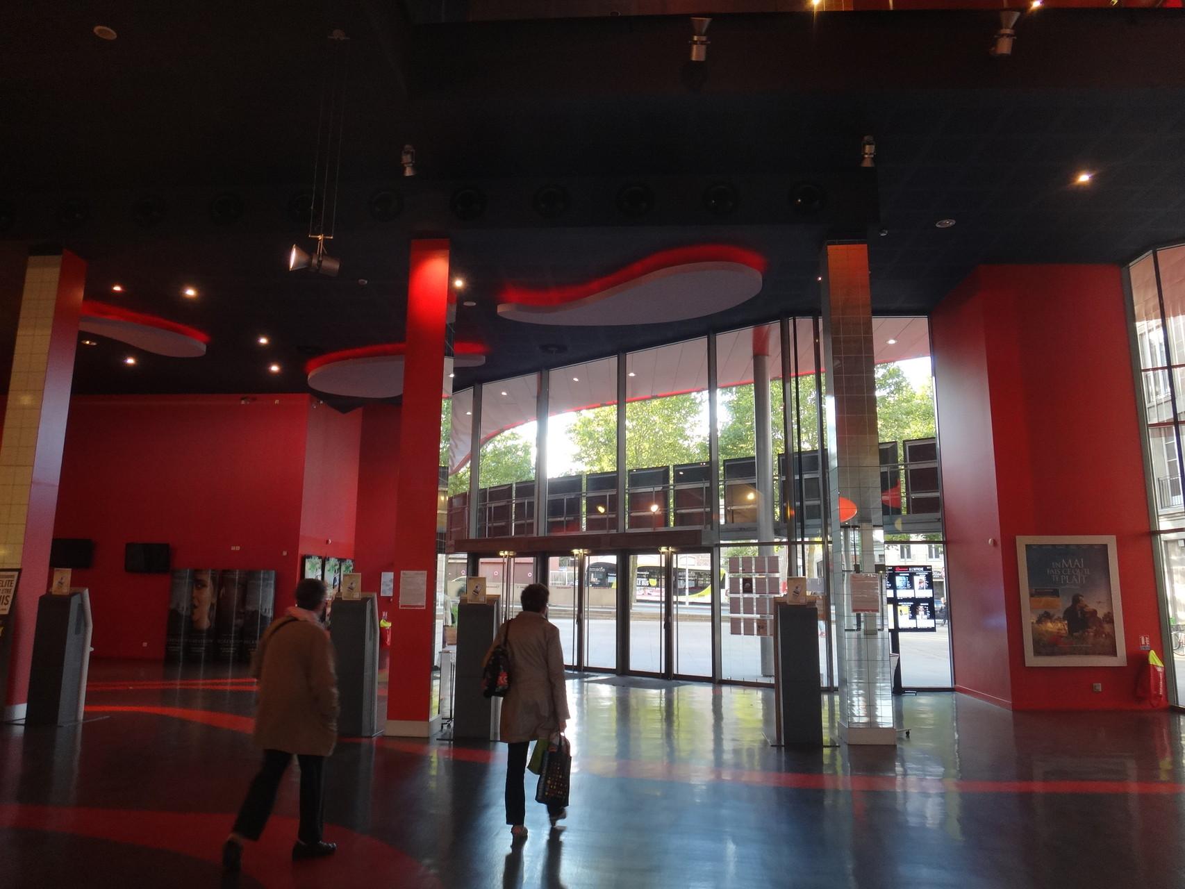 Déclinaison de couleurs autour du rouge, couleur de Gaumont