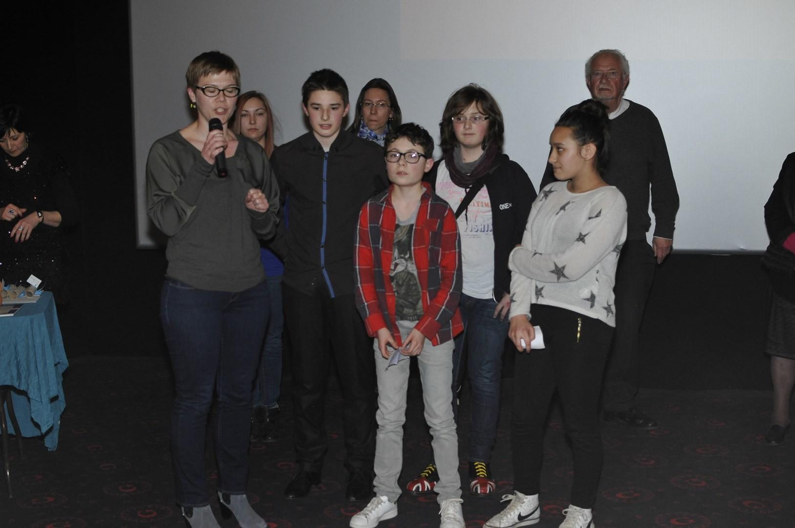Les collégiens du jury du court-métrage et leur enseignante