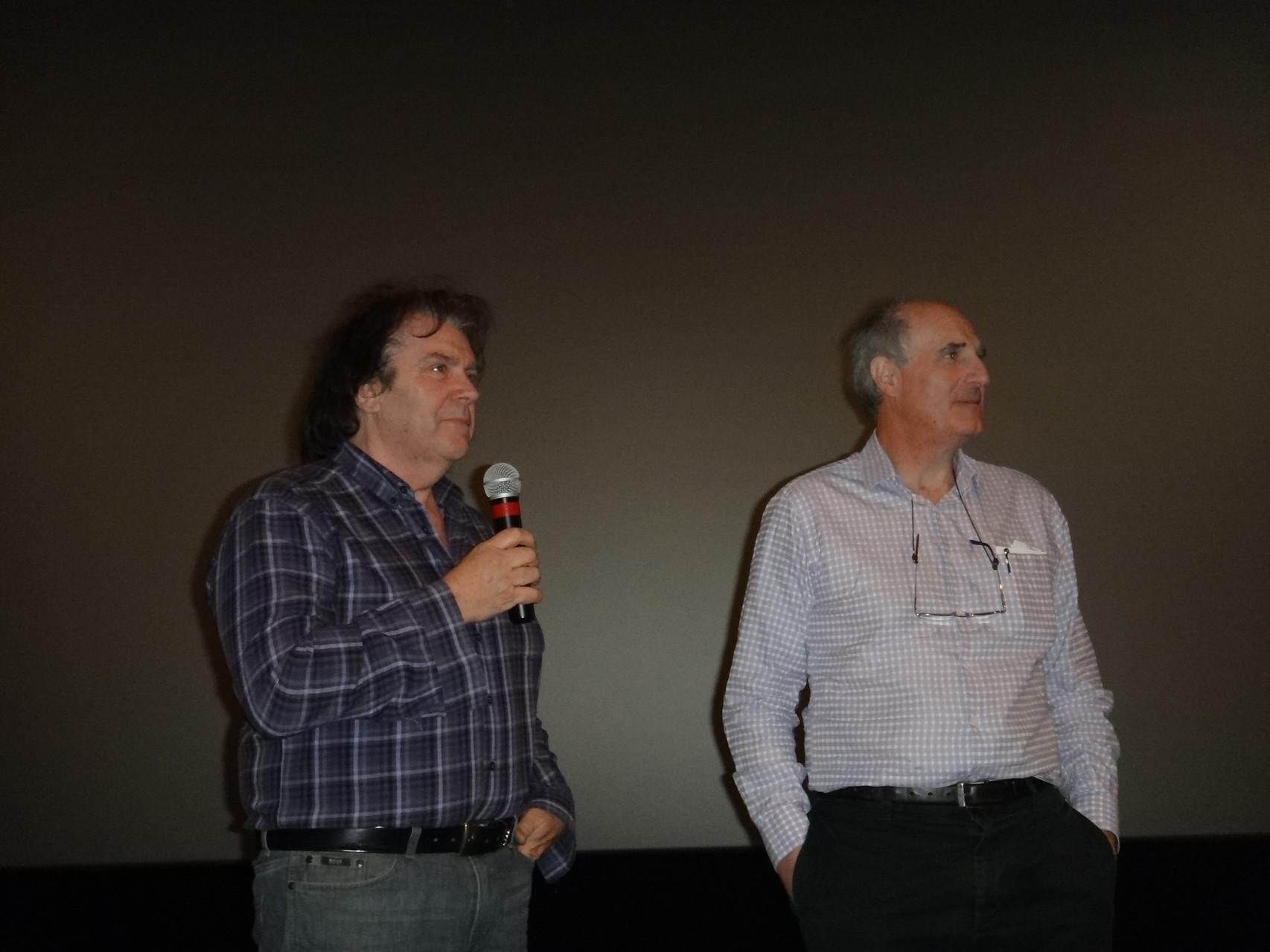 """Jean-Pierre Fagnart, animateur de la séance """"Voyages à travers la Préhistoire"""" et Axel Clévenot, réalisateur de """"Sur les traces des premiers provençaux""""."""