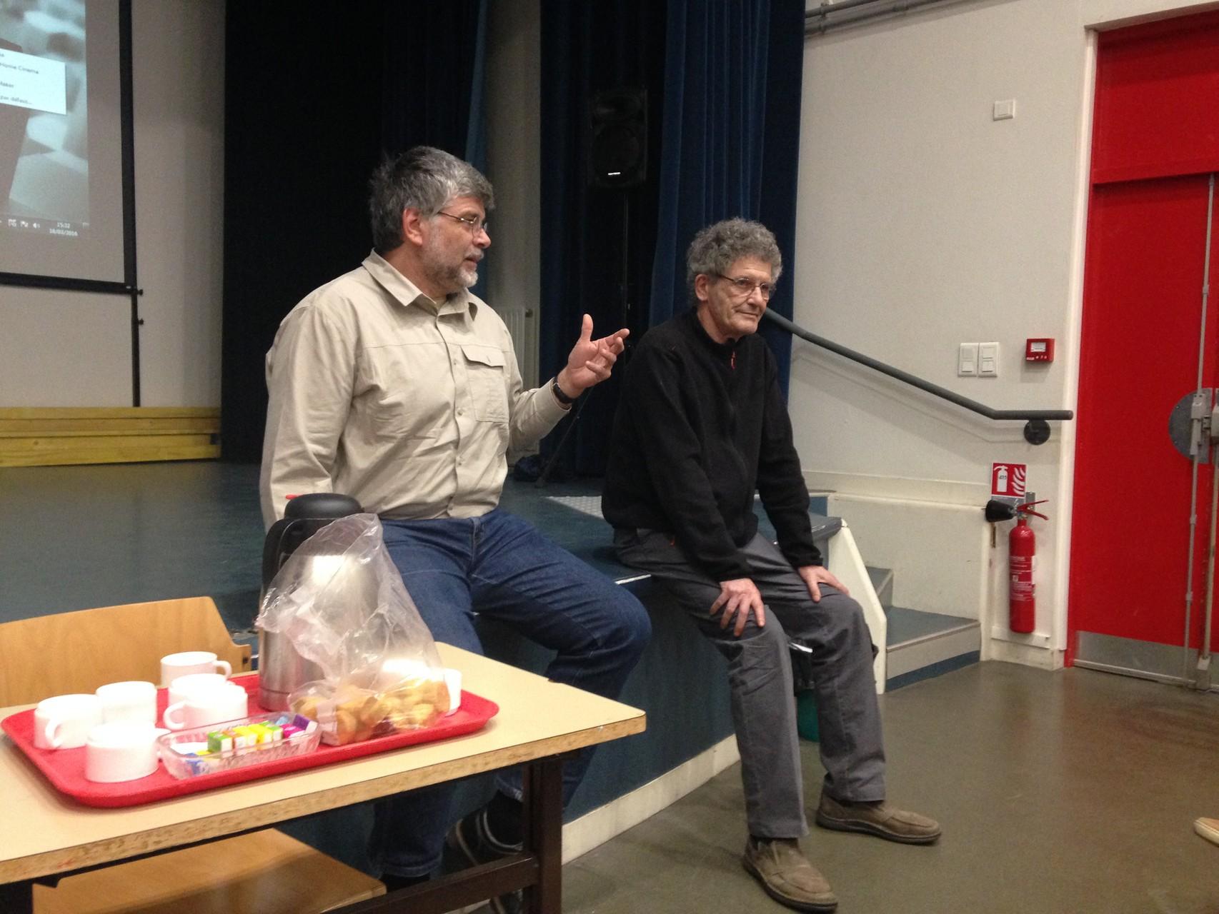 Eric Binet, archéologue au service archéologique d'Amiens Métropole et Alain Boucher, vice-président du CIRAS répondent aux questions du public