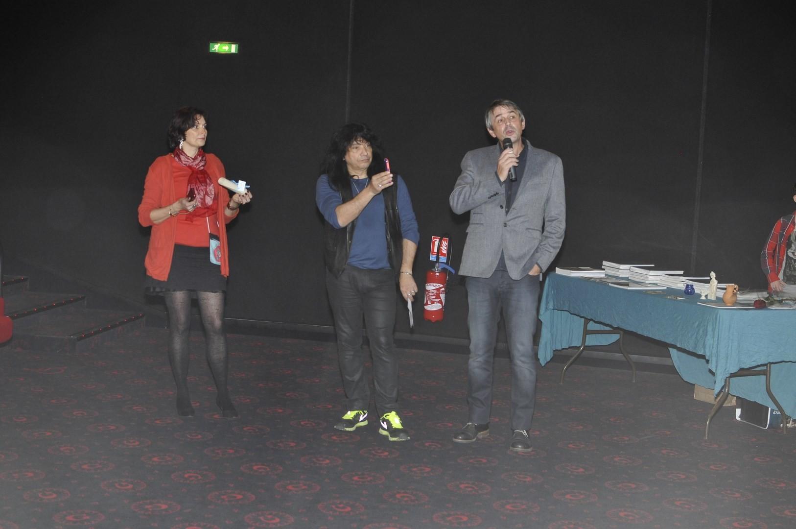 """Prix du jury (1500 euros) remis à """"Quand homo Sapiens faisait son cinéma"""" réalisé par Pascal Cuissot et Marc Azéma qui dit quelques mots par téléphone"""