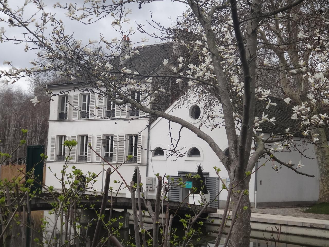 La maison du lac, ancien poste des gardes de l'entrepôt