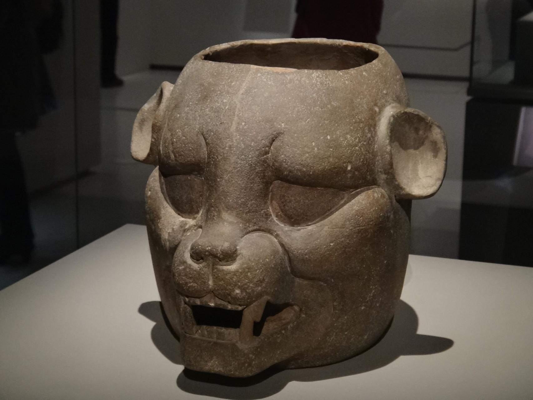 Pot zoomorphe, tabasco, Mexique (céramique) 600-900 ap JC. Les images de félins (ici jaguar) sont très fréquentes dans la sculpture maya