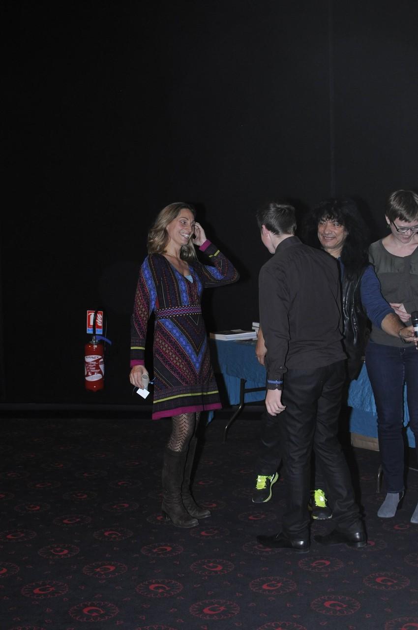 """Le prix du court-métrage (1000 euros) attribué par les élèves du collège Amiral Lejeune pour """" Les momies des tourbières : des corps pour les dieux"""" réalisé par Rébecca Boulanger."""