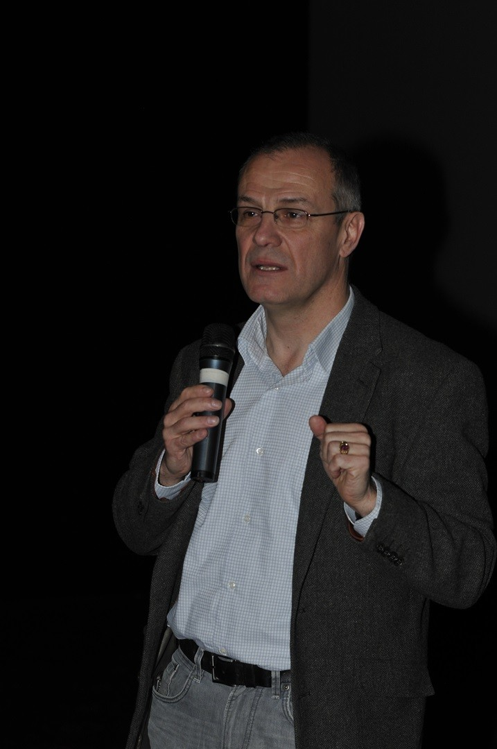 .Christophe Bourdès, capitaine de police, Office central de lutte contre le trafic des biens culturels,  répond aux questions du public sur le pillage archéologique