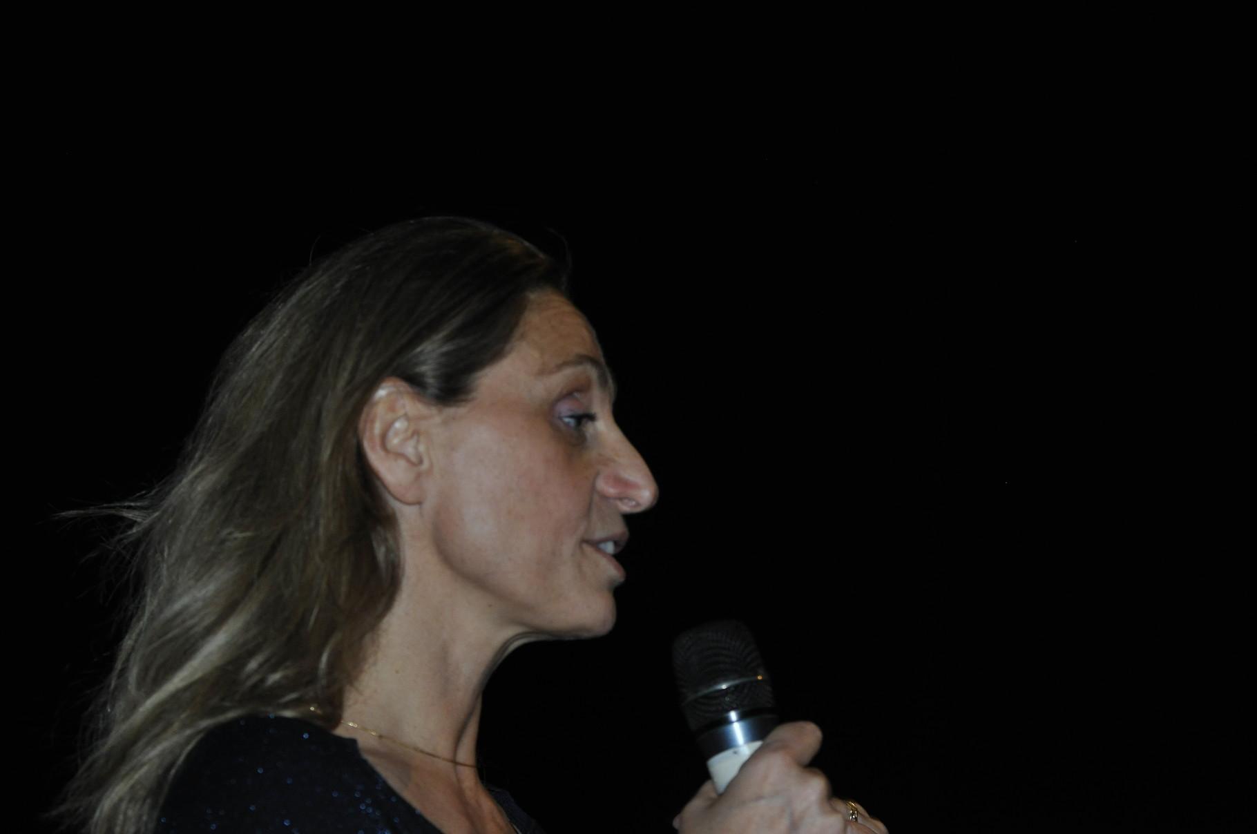 Rebecca Boulanger, réalisatrice, présente Les momies des tourbières : des corps pour les dieux qui obtiendra le prix du court-métrage