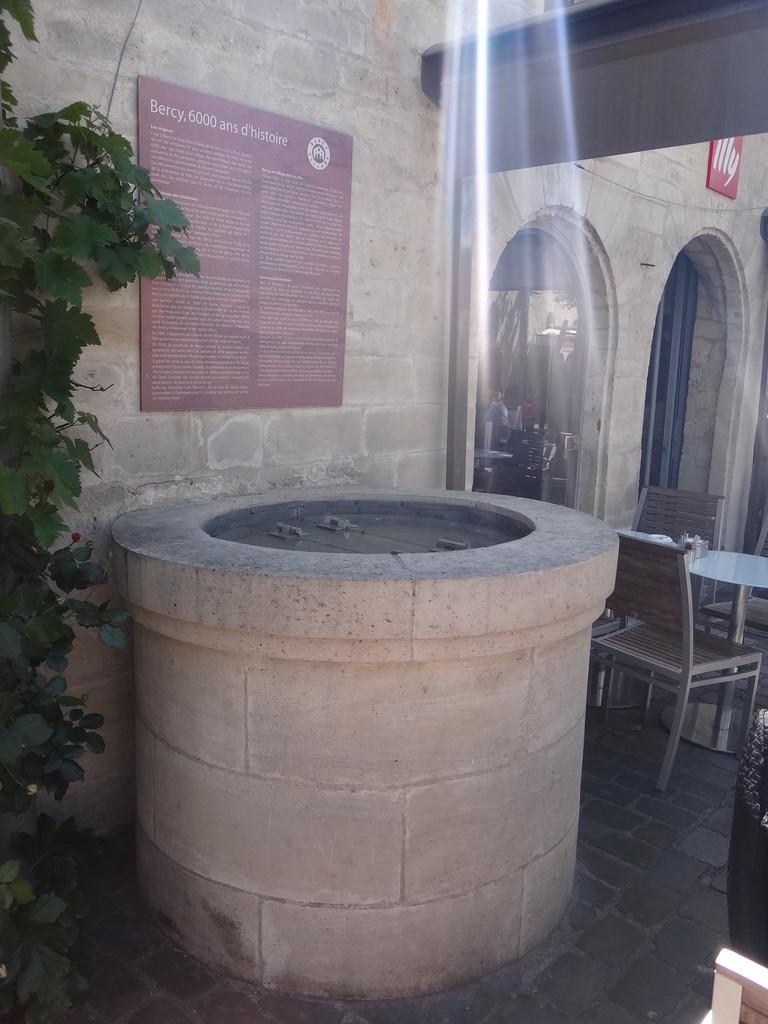 le puits qui permettait à Cartouche de rejoindre les souterrains pour s'échapper