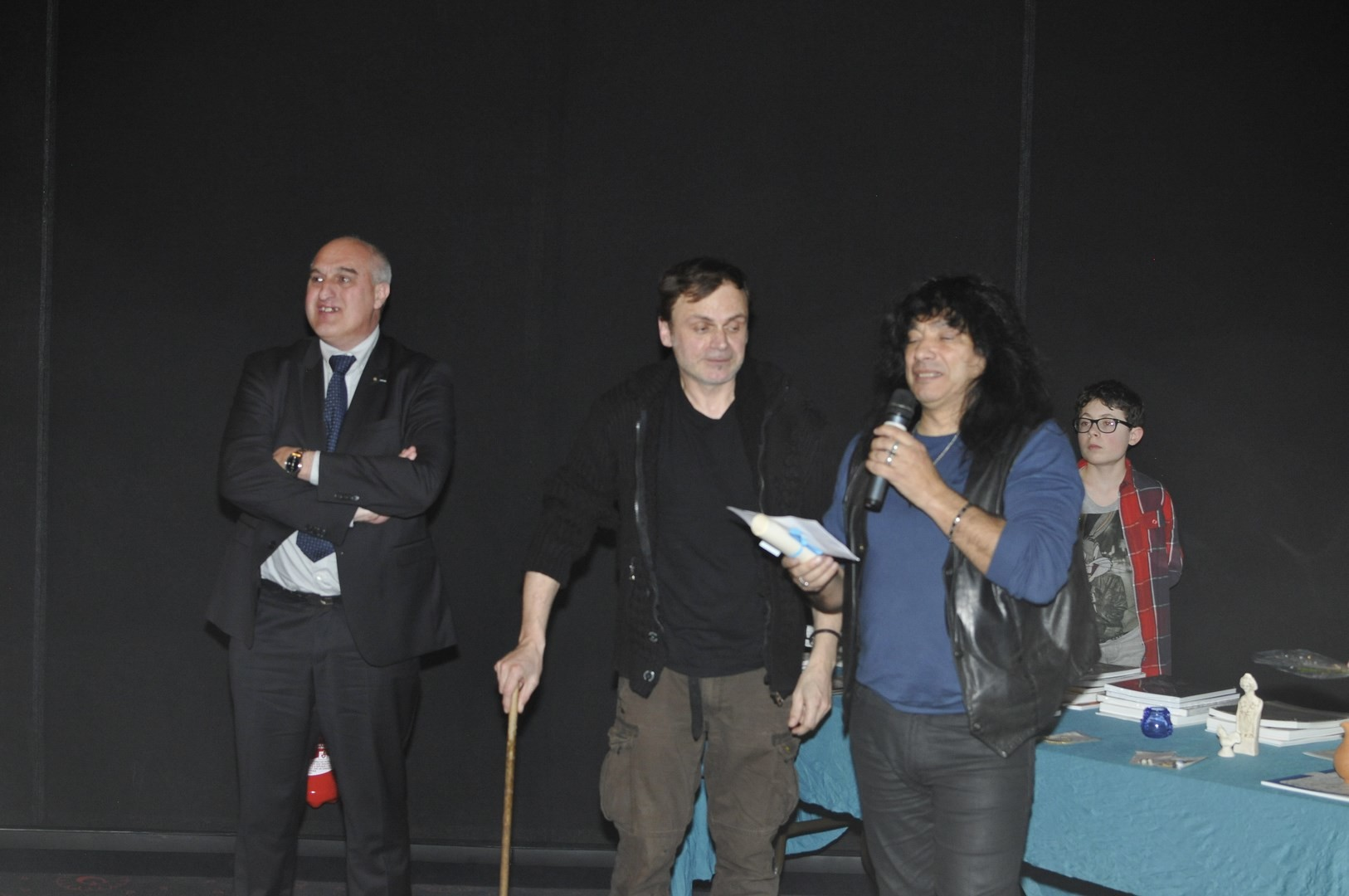 """Le Prix de la DRAC Nord-Pas-de calais-Picardie (2500 euros) est temis à """"Marly, le château disparu du roi soleil"""" réalisé par Laurent marmol (au milieu sur la photo) et Frédéric lossignol"""